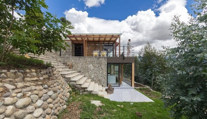 small-stone-detached-house-145-square-meters-two-floors-terrace-natural-viewpoint-city-cuenca-ecuador-14