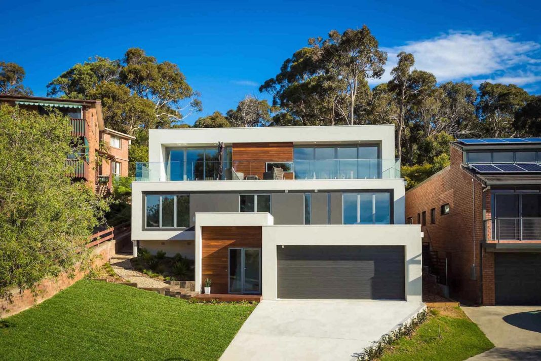 The Tathra Residence maximises the magnificent ocean views and it's also highly energy efficient
