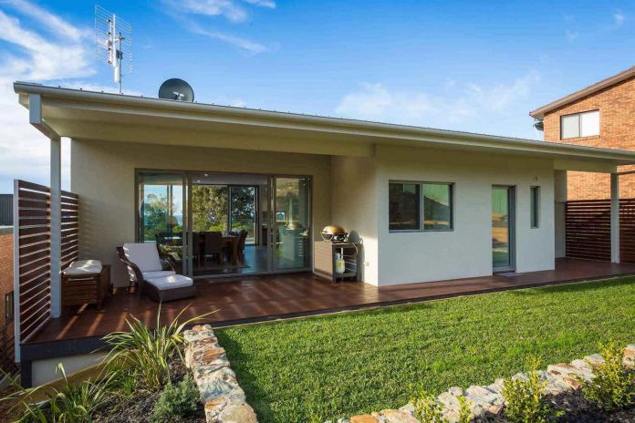 tathra-residence-maximises-magnificent-ocean-views-also-highly-energy-efficient-04