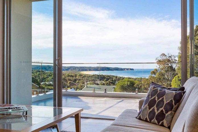 tathra-residence-maximises-magnificent-ocean-views-also-highly-energy-efficient-05