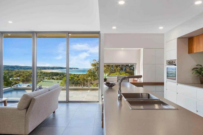 tathra-residence-maximises-magnificent-ocean-views-also-highly-energy-efficient-06