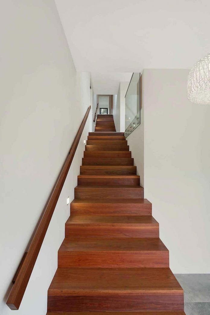 tathra-residence-maximises-magnificent-ocean-views-also-highly-energy-efficient-09