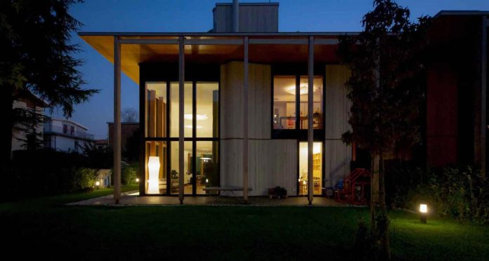 twin-house-consists-two-cubic-volumes-mounted-concrete-basement-designed-studiopietropoli-26