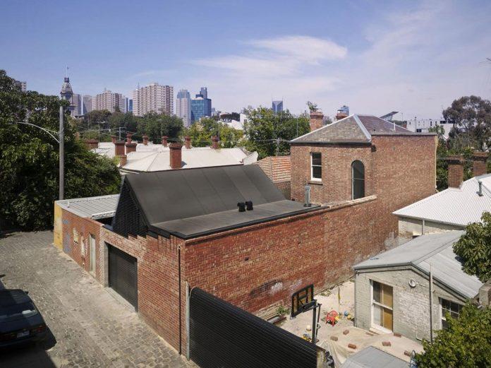 vader-house-victorian-terrace-features-modern-framed-steel-skeleton-extension-01