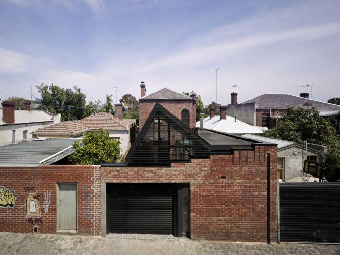 vader-house-victorian-terrace-features-modern-framed-steel-skeleton-extension-03