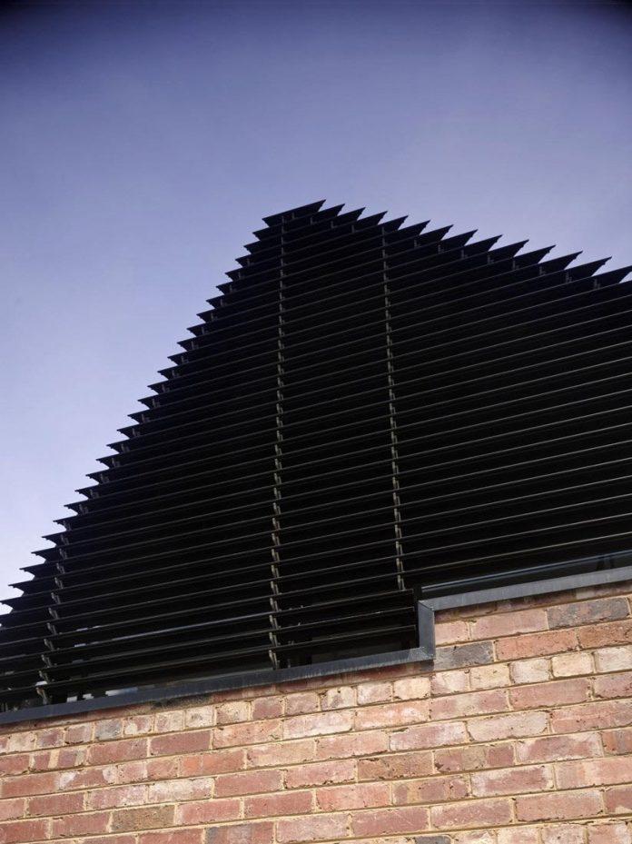 vader-house-victorian-terrace-features-modern-framed-steel-skeleton-extension-04