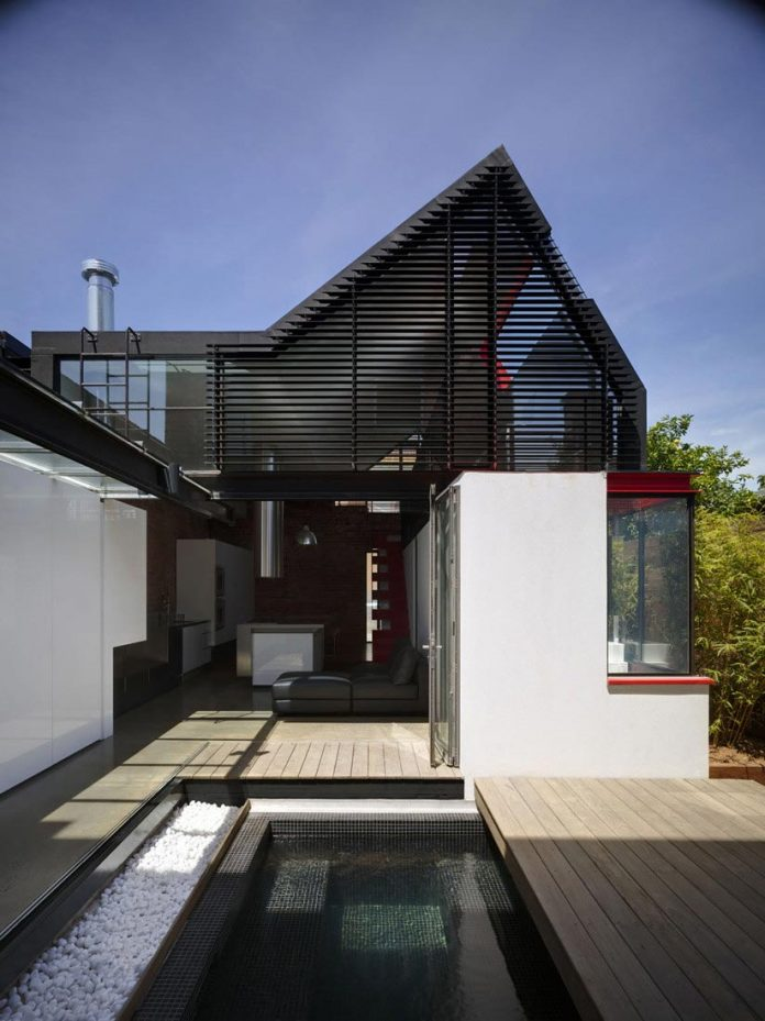 vader-house-victorian-terrace-features-modern-framed-steel-skeleton-extension-06
