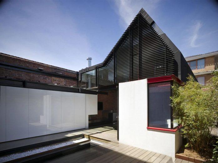 vader-house-victorian-terrace-features-modern-framed-steel-skeleton-extension-07