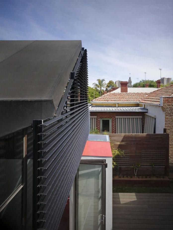 vader-house-victorian-terrace-features-modern-framed-steel-skeleton-extension-08