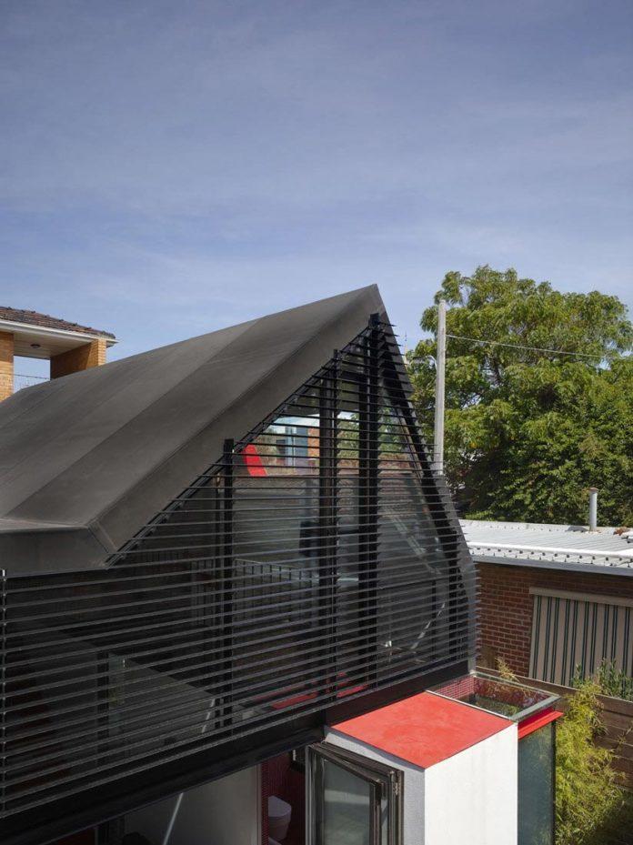 vader-house-victorian-terrace-features-modern-framed-steel-skeleton-extension-09