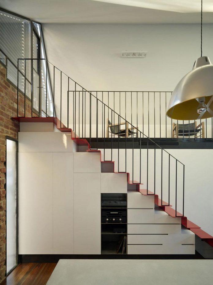 vader-house-victorian-terrace-features-modern-framed-steel-skeleton-extension-16
