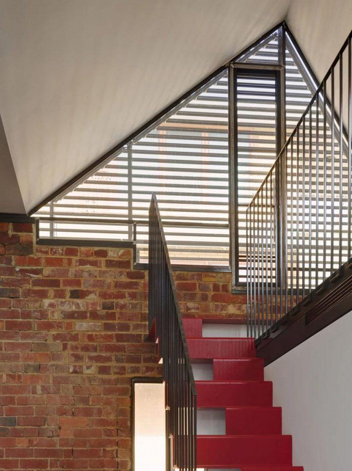 vader-house-victorian-terrace-features-modern-framed-steel-skeleton-extension-17