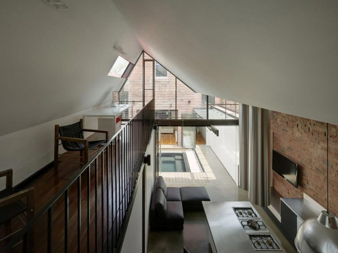 vader-house-victorian-terrace-features-modern-framed-steel-skeleton-extension-18