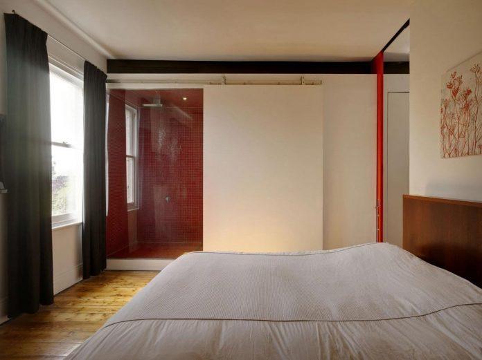 vader-house-victorian-terrace-features-modern-framed-steel-skeleton-extension-19