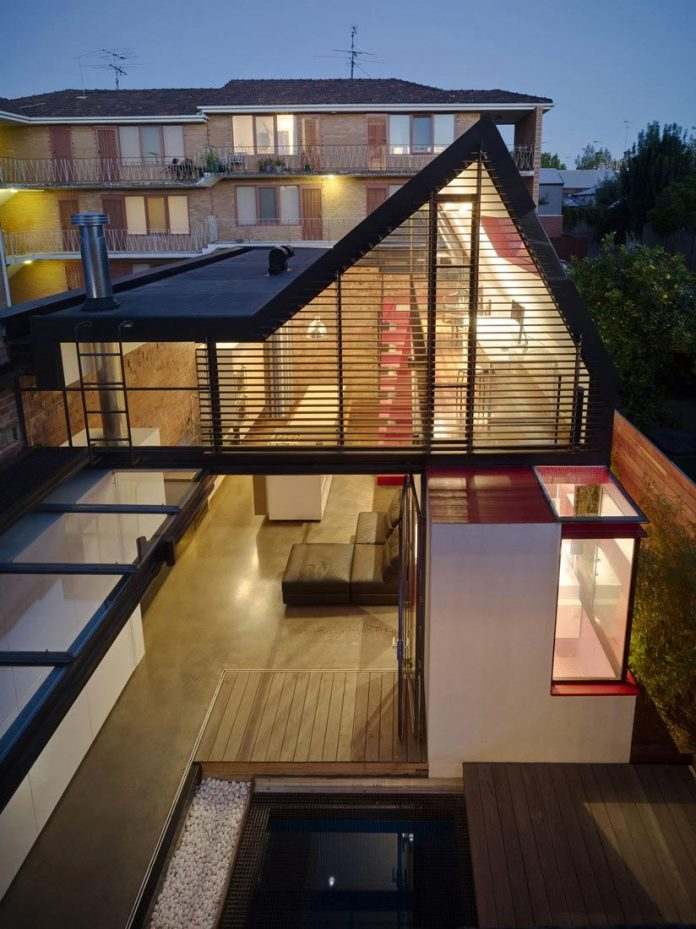 vader-house-victorian-terrace-features-modern-framed-steel-skeleton-extension-23