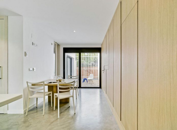 white-fa-house-situated-residential-area-outskirts-city-albacete-spain-10