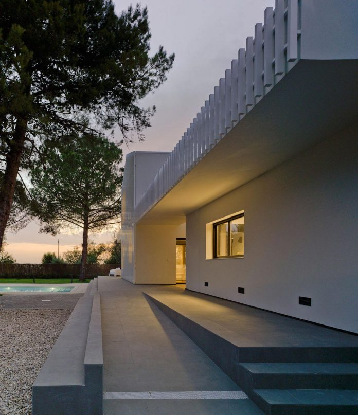 white-fa-house-situated-residential-area-outskirts-city-albacete-spain-14