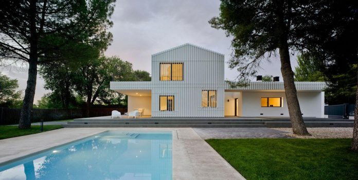 white-fa-house-situated-residential-area-outskirts-city-albacete-spain-19