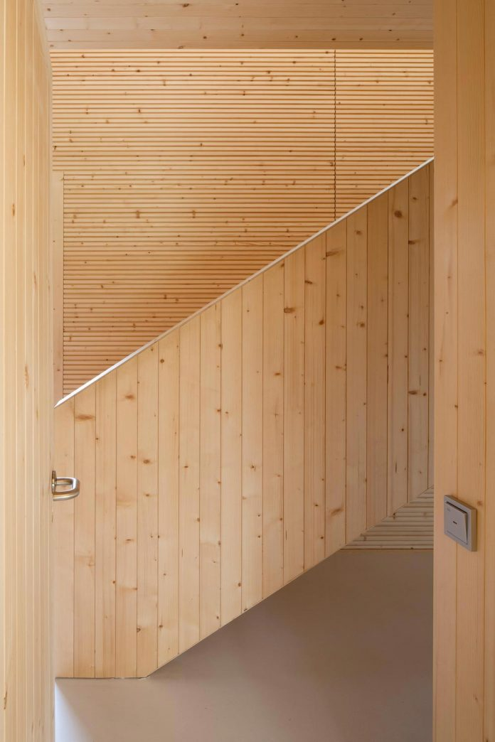 wooden-building-situated-traditional-residential-area-kivistonmaki-built-architects-family-05
