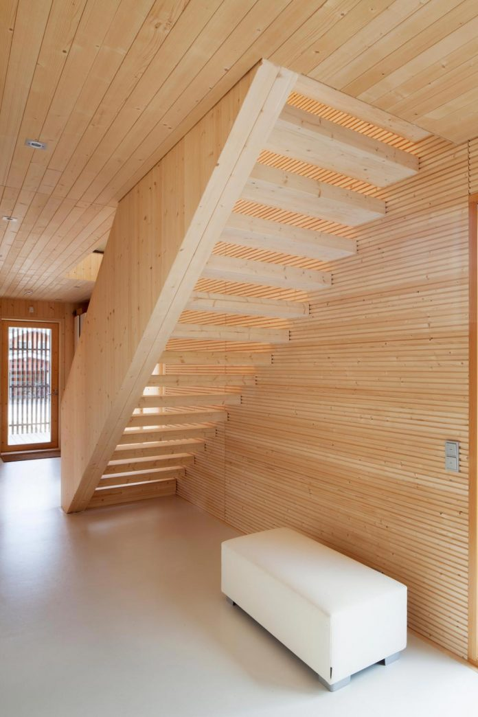wooden-building-situated-traditional-residential-area-kivistonmaki-built-architects-family-09