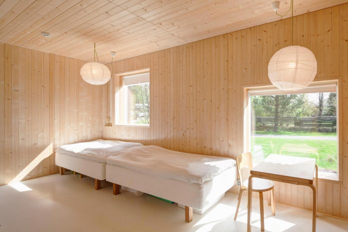 wooden-building-situated-traditional-residential-area-kivistonmaki-built-architects-family-10