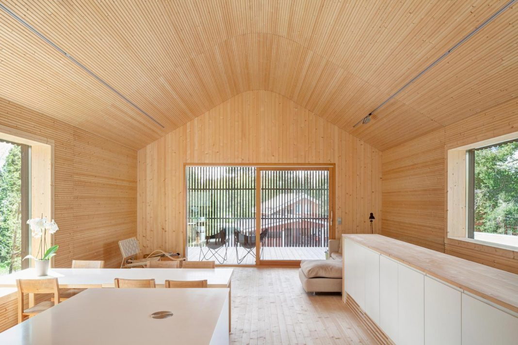 Wooden building situated in the traditional residential area of Kivistönmäki and built for the architect's own family