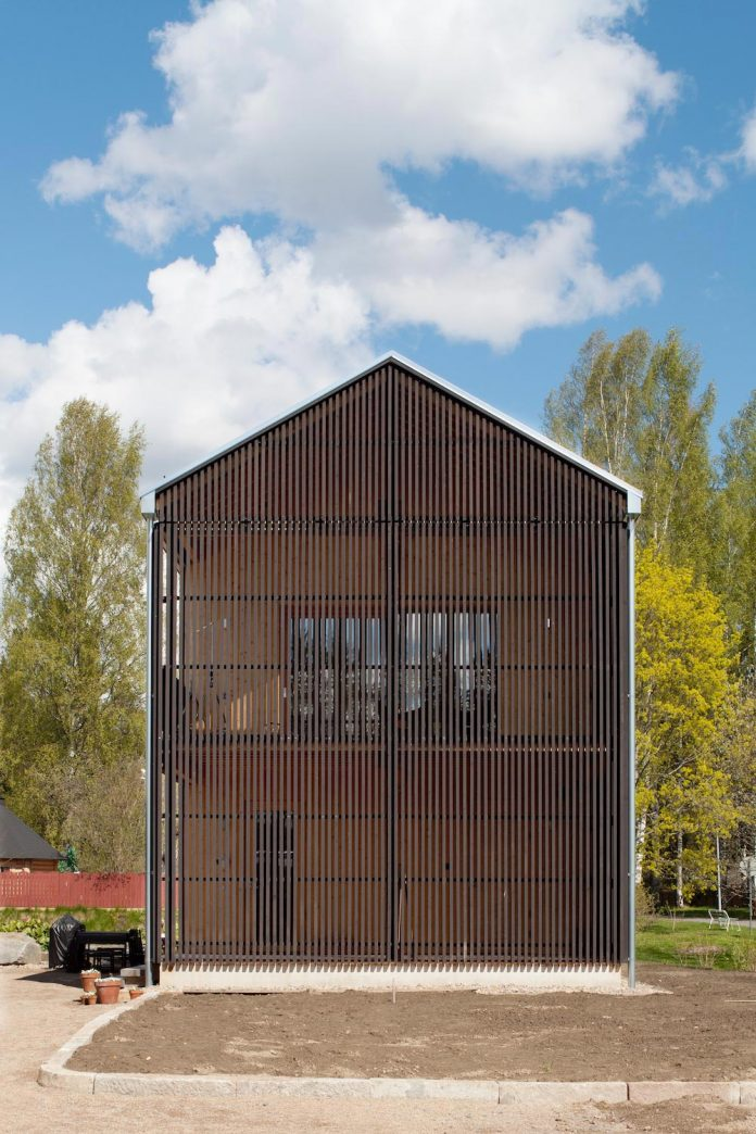 wooden-building-situated-traditional-residential-area-kivistonmaki-built-architects-family-18