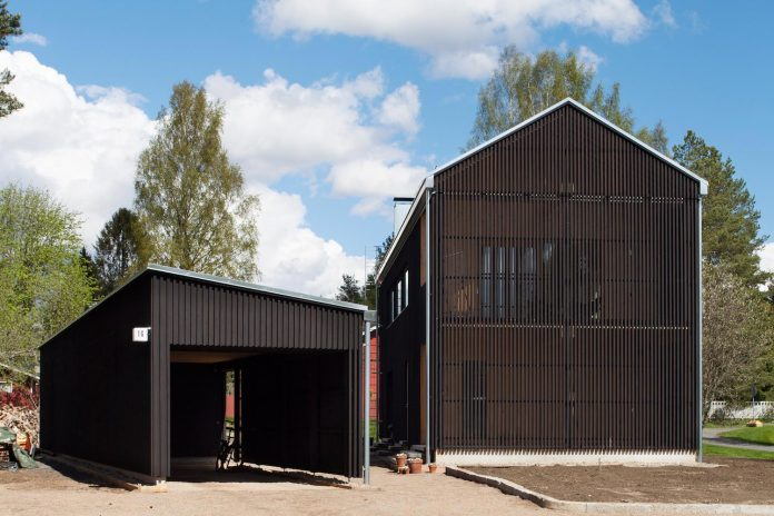 wooden-building-situated-traditional-residential-area-kivistonmaki-built-architects-family-19