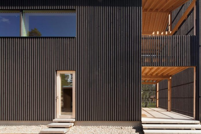 wooden-building-situated-traditional-residential-area-kivistonmaki-built-architects-family-23