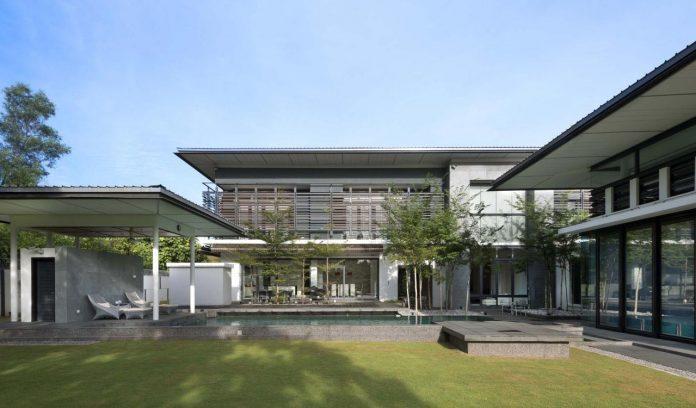 zeta-house-situated-outskirts-kuala-lumpur-40000-sf-plot-land-adjacent-communal-park-02
