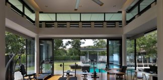 Zeta House is situated in the outskirts of Kuala Lumpur on a 40,000 sf plot of land, adjacent to a communal park