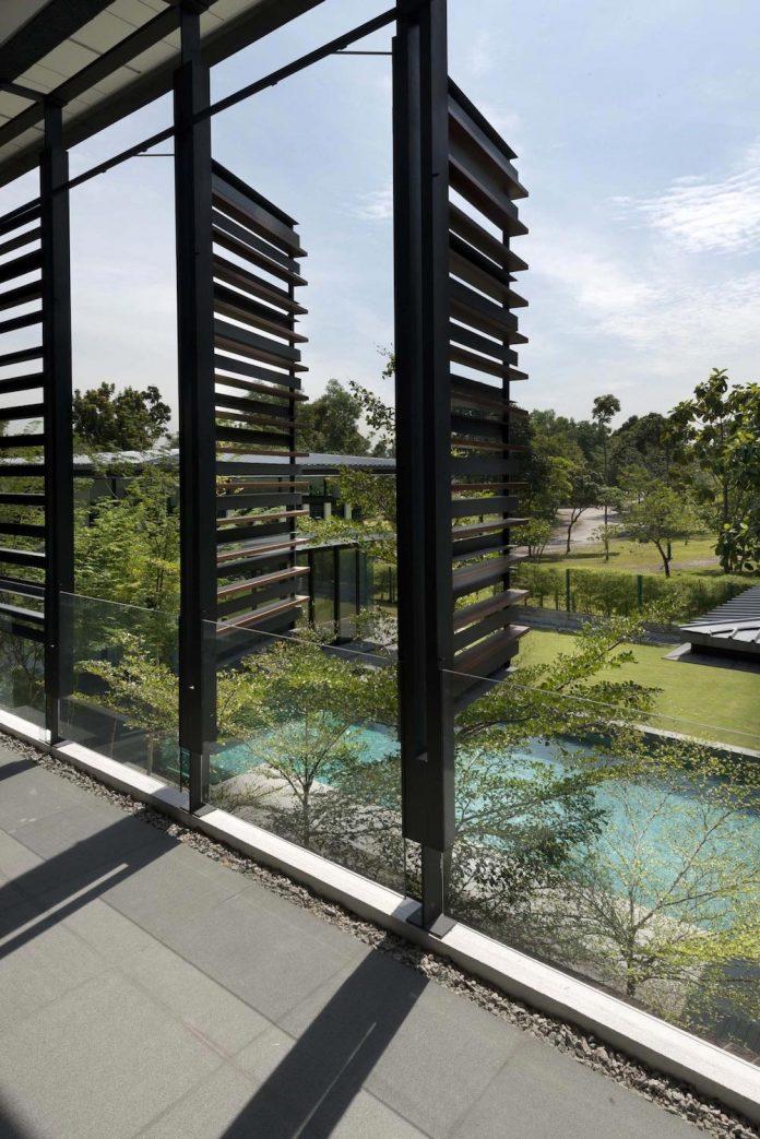 zeta-house-situated-outskirts-kuala-lumpur-40000-sf-plot-land-adjacent-communal-park-10
