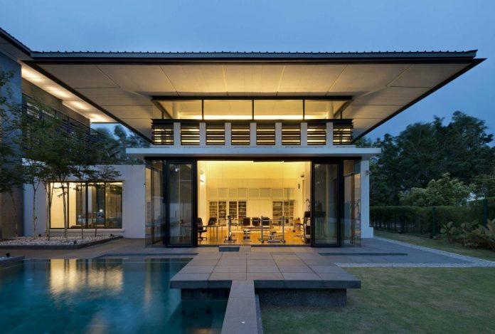 zeta-house-situated-outskirts-kuala-lumpur-40000-sf-plot-land-adjacent-communal-park-18