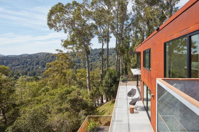 441-three-level-4000-square-foot-minimal-elongated-house-marin-county-03