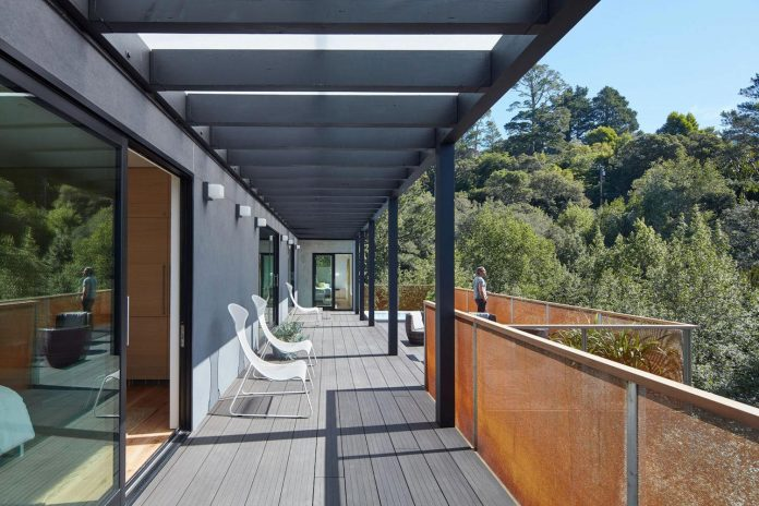 441-three-level-4000-square-foot-minimal-elongated-house-marin-county-06