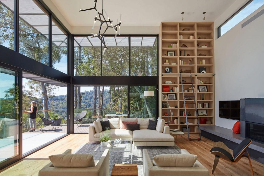 441 is a three-level, 4,000 square foot minimal, elongated house in Marin County