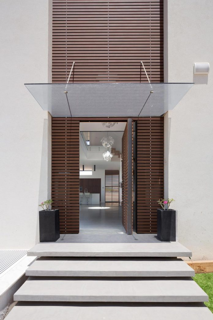 contemporary-house-in-irus-1-that-meant-to-serve-three-grown-up-children-in-suites-and-their-parents-06