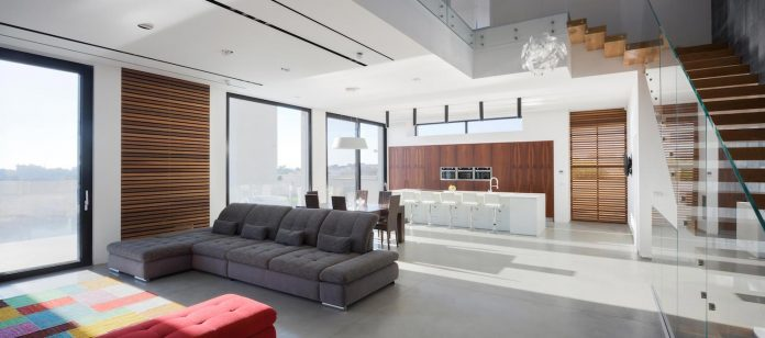contemporary-house-in-irus-1-that-meant-to-serve-three-grown-up-children-in-suites-and-their-parents-22