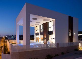 Contemporary house in Irus 1 that meant to serve three grown-up children in suites and their parents