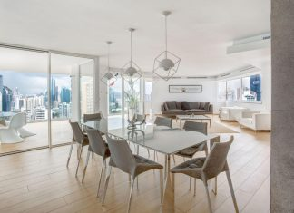 Adapt a 30 years old apartment in Panama City to the demands of contemporary life