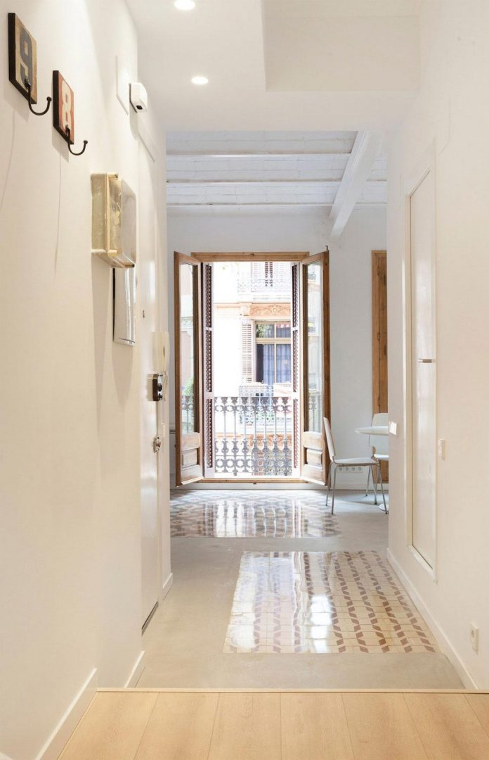 apartment-refurbishment-la-barceloneta-luminous-warm-home-01