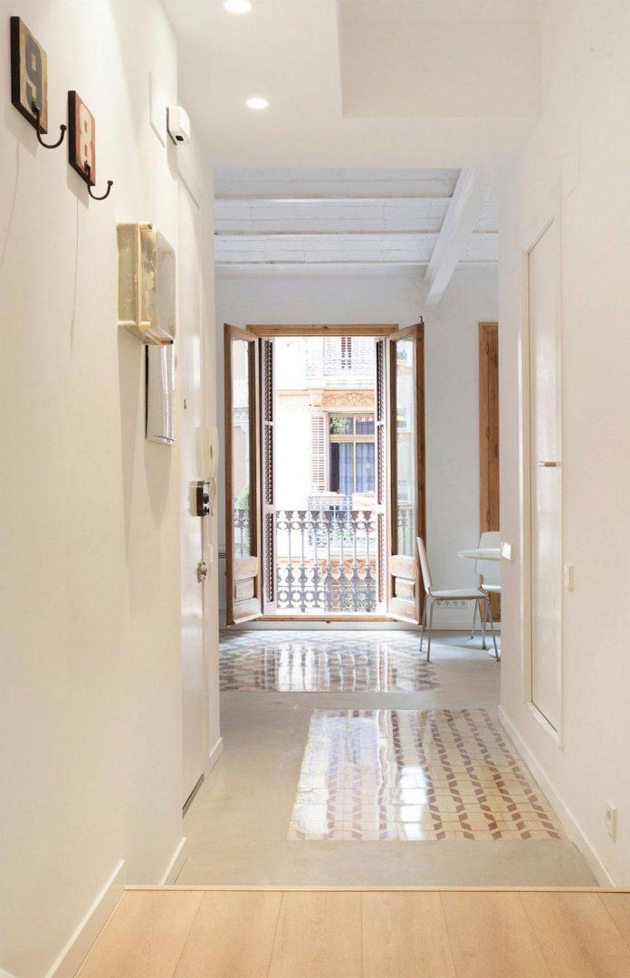 apartment-refurbishment-la-barceloneta-luminous-warm-home-01