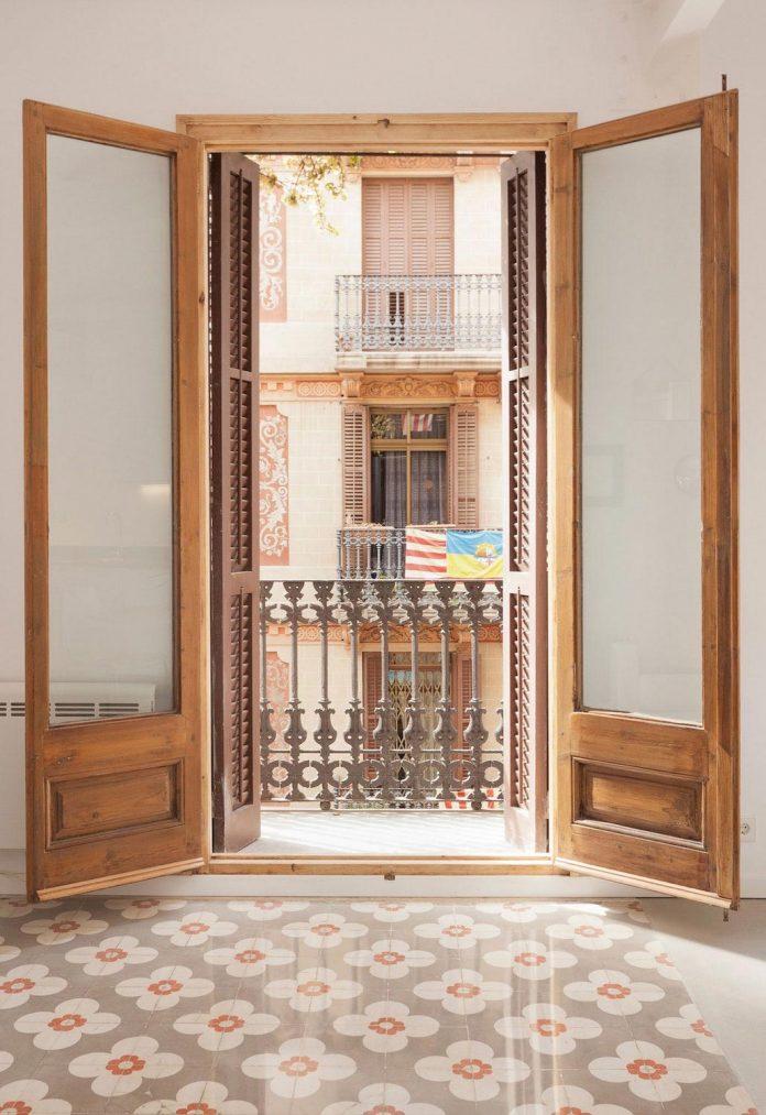 apartment-refurbishment-la-barceloneta-luminous-warm-home-02