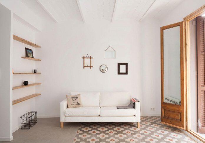 apartment-refurbishment-la-barceloneta-luminous-warm-home-03