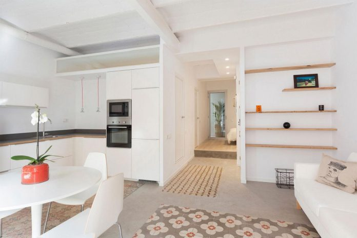 apartment-refurbishment-la-barceloneta-luminous-warm-home-05
