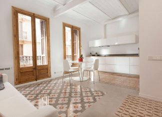 Apartment refurbishment in la Barceloneta into a luminous and warm home