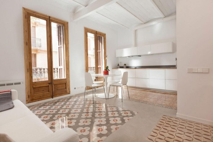 apartment-refurbishment-la-barceloneta-luminous-warm-home-06