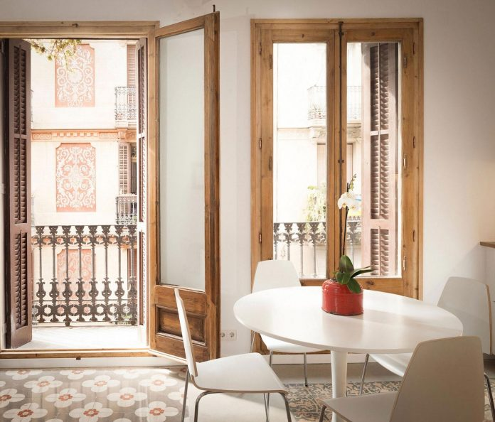 apartment-refurbishment-la-barceloneta-luminous-warm-home-08