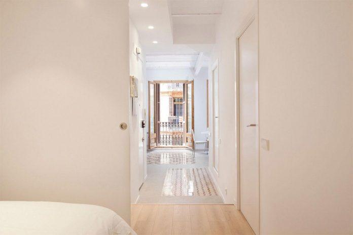 apartment-refurbishment-la-barceloneta-luminous-warm-home-10