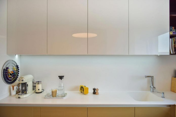 apartment-z-provides-space-comfortable-cosy-warm-without-compromising-design-07